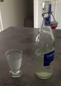 Seul aliment de la journée : de l'eau avec un peu de jus de citron !